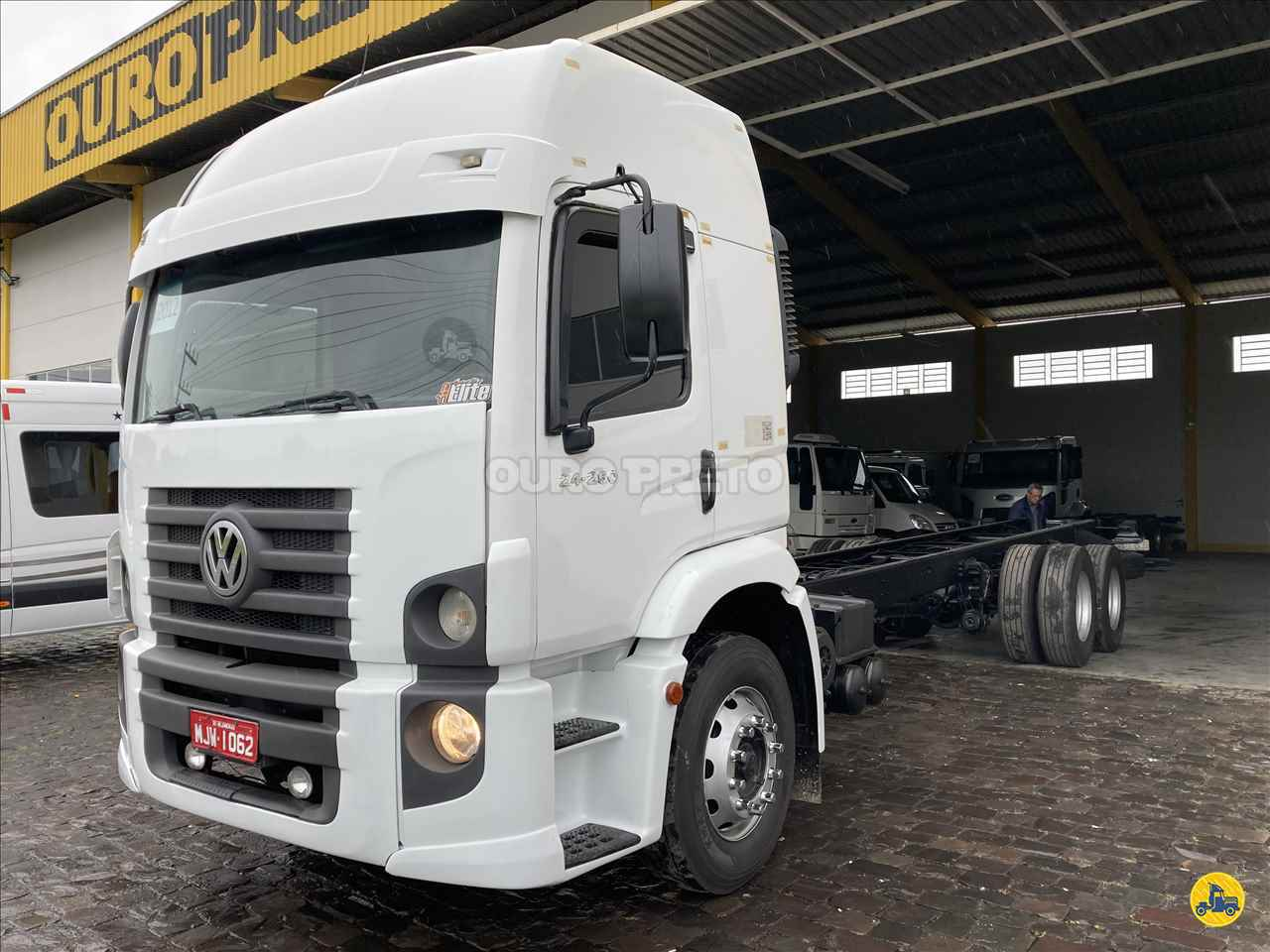 CAMINHAO VOLKSWAGEN VW 24250 Chassis Truck 6x2 Ouro Preto Caminhões LAGES SANTA CATARINA SC